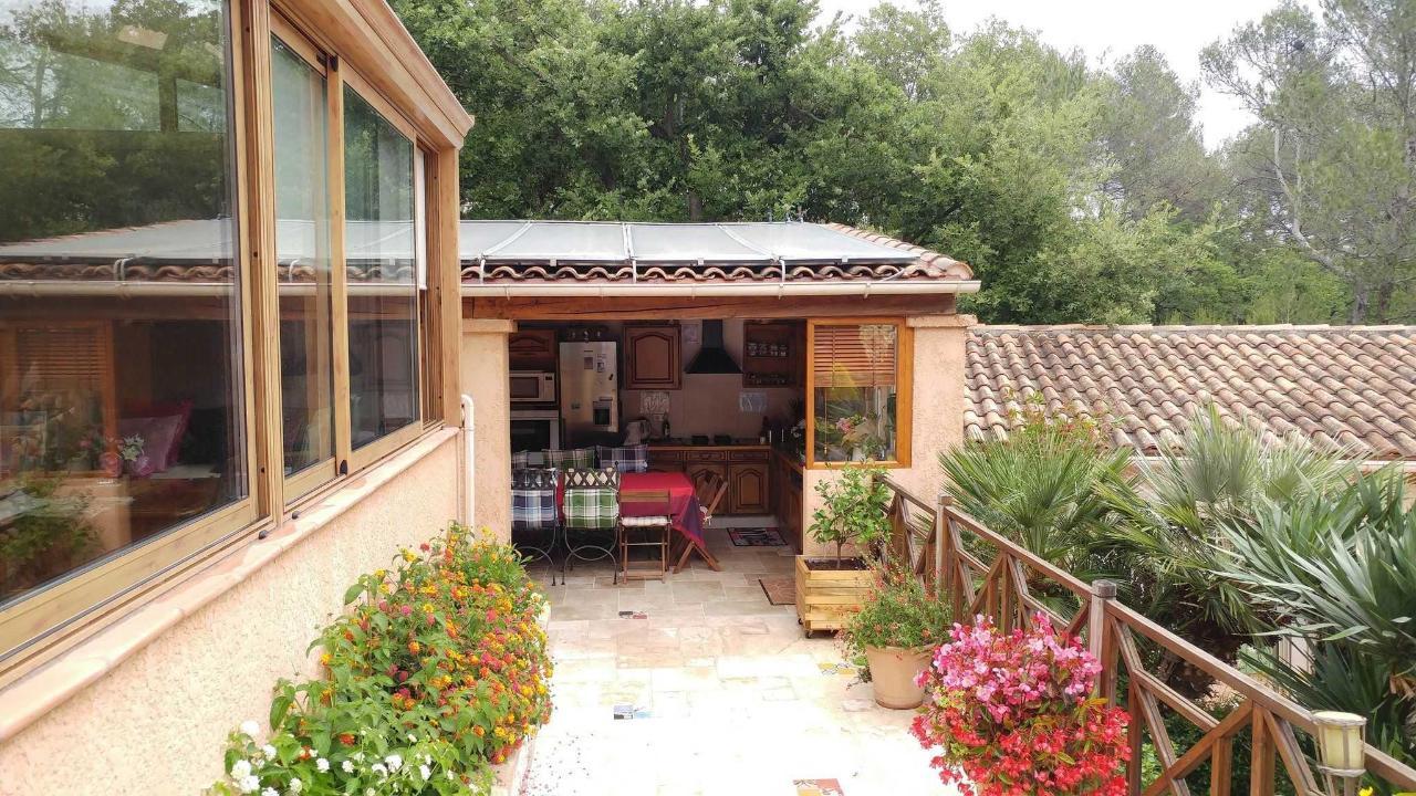 Cuisine d'été et véranda de la Villa Vicoria Aix en Provence