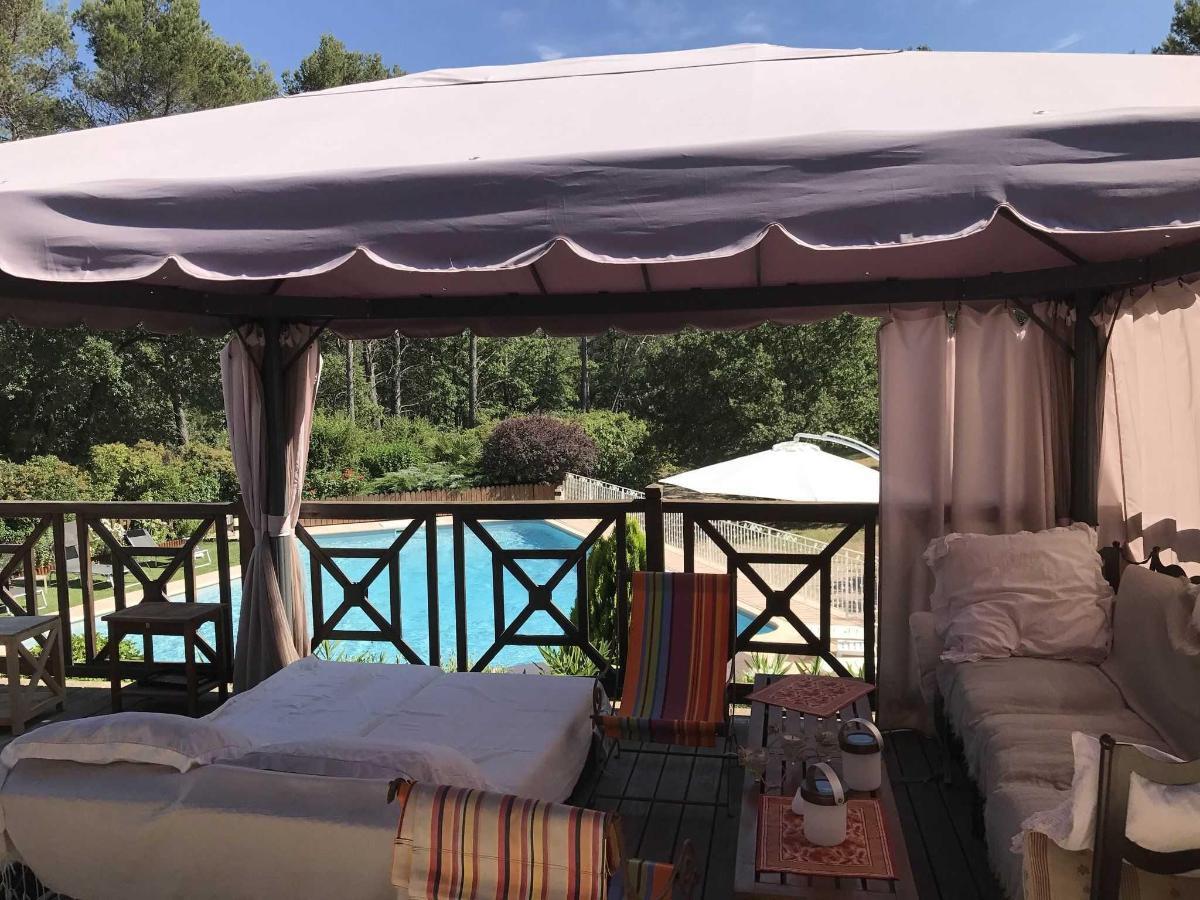 Villa Victoria Aix, Tonnelle d'été avec vue dominiante sur piscine et parc