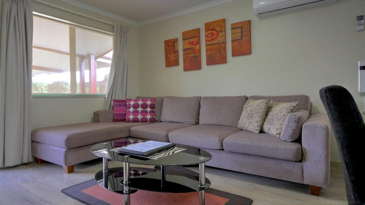 lounge1-u3.jpg