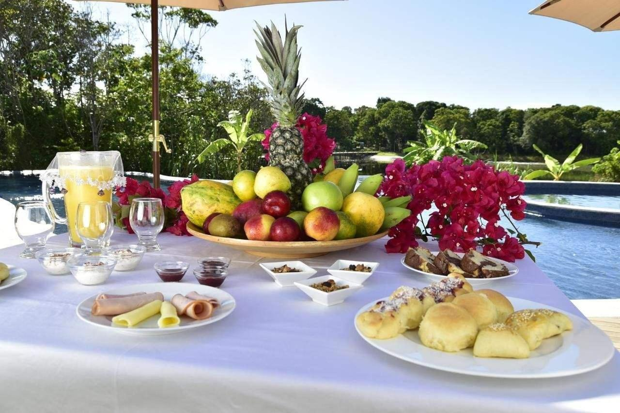 Café da manhã na Piscina