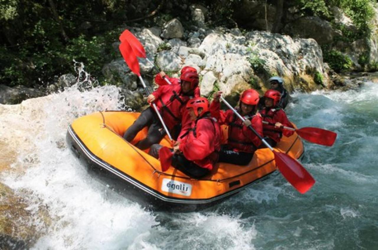 RAFTING IN THE LAO RIVER