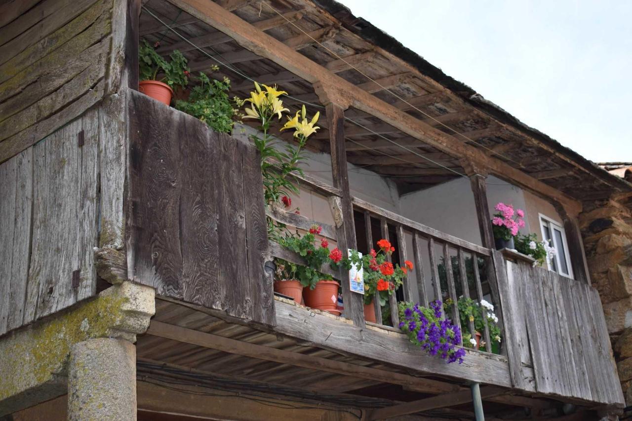 Balcón tradicional en Nuez