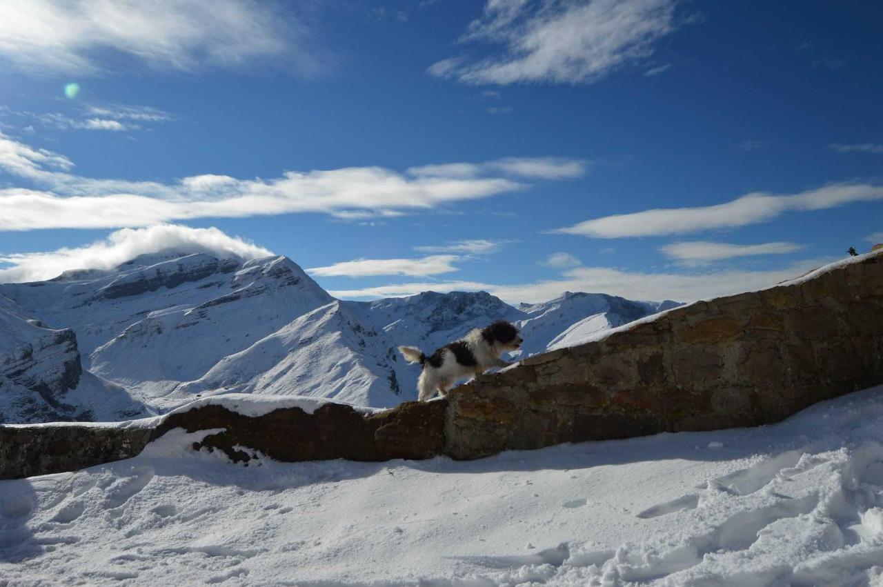 escapada romantica de invierno en los valles pasiegos con la vieja escuela.JPG