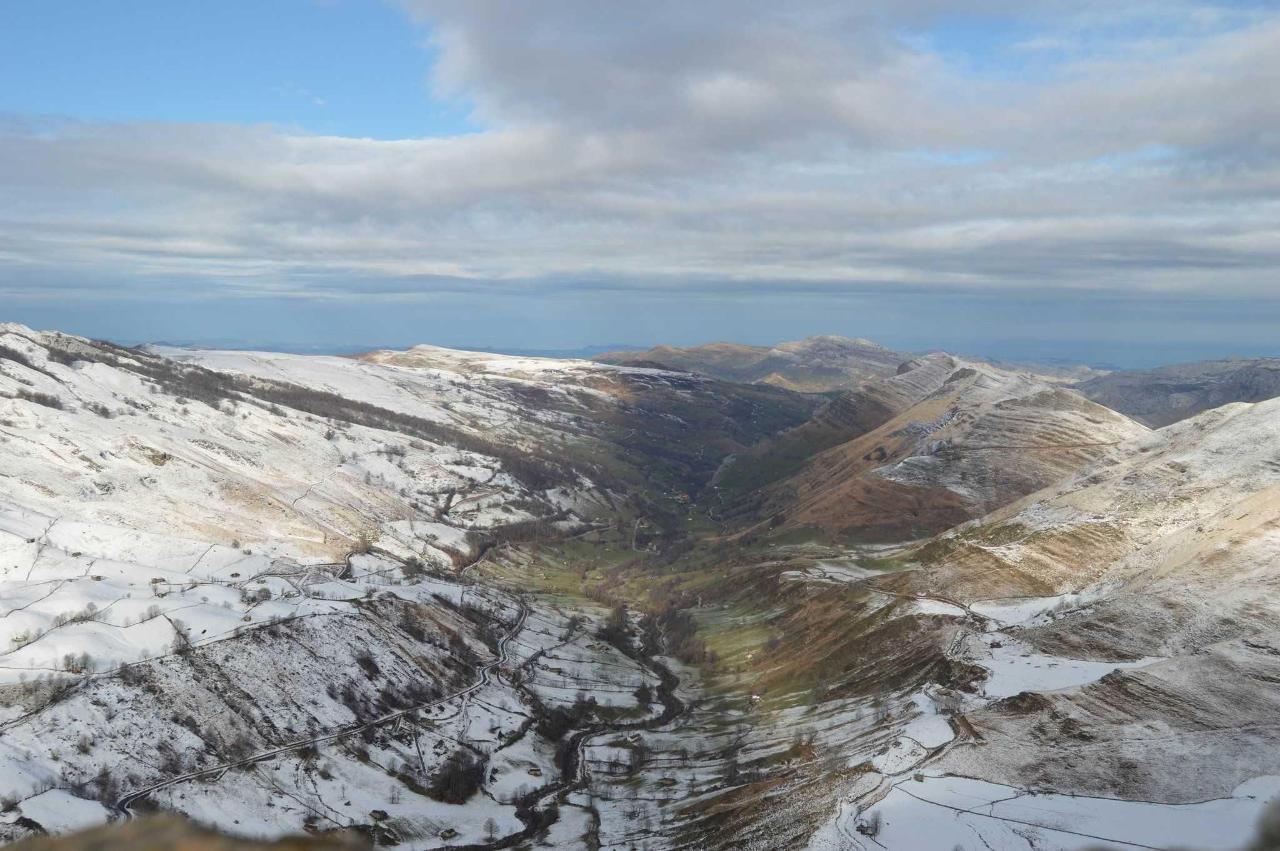 vistas del valle del miera de san roque de riomiera