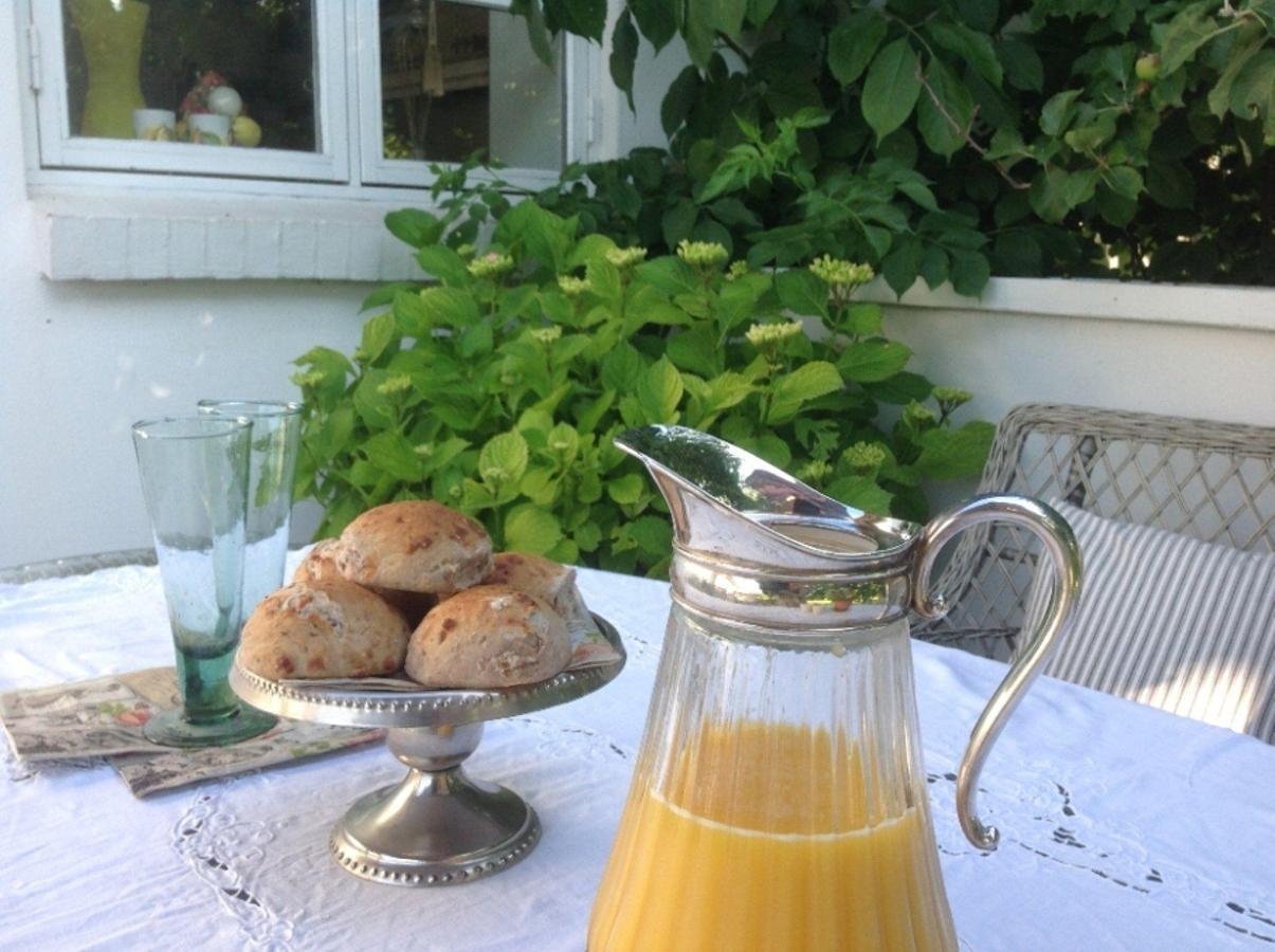 在露台上享用早餐