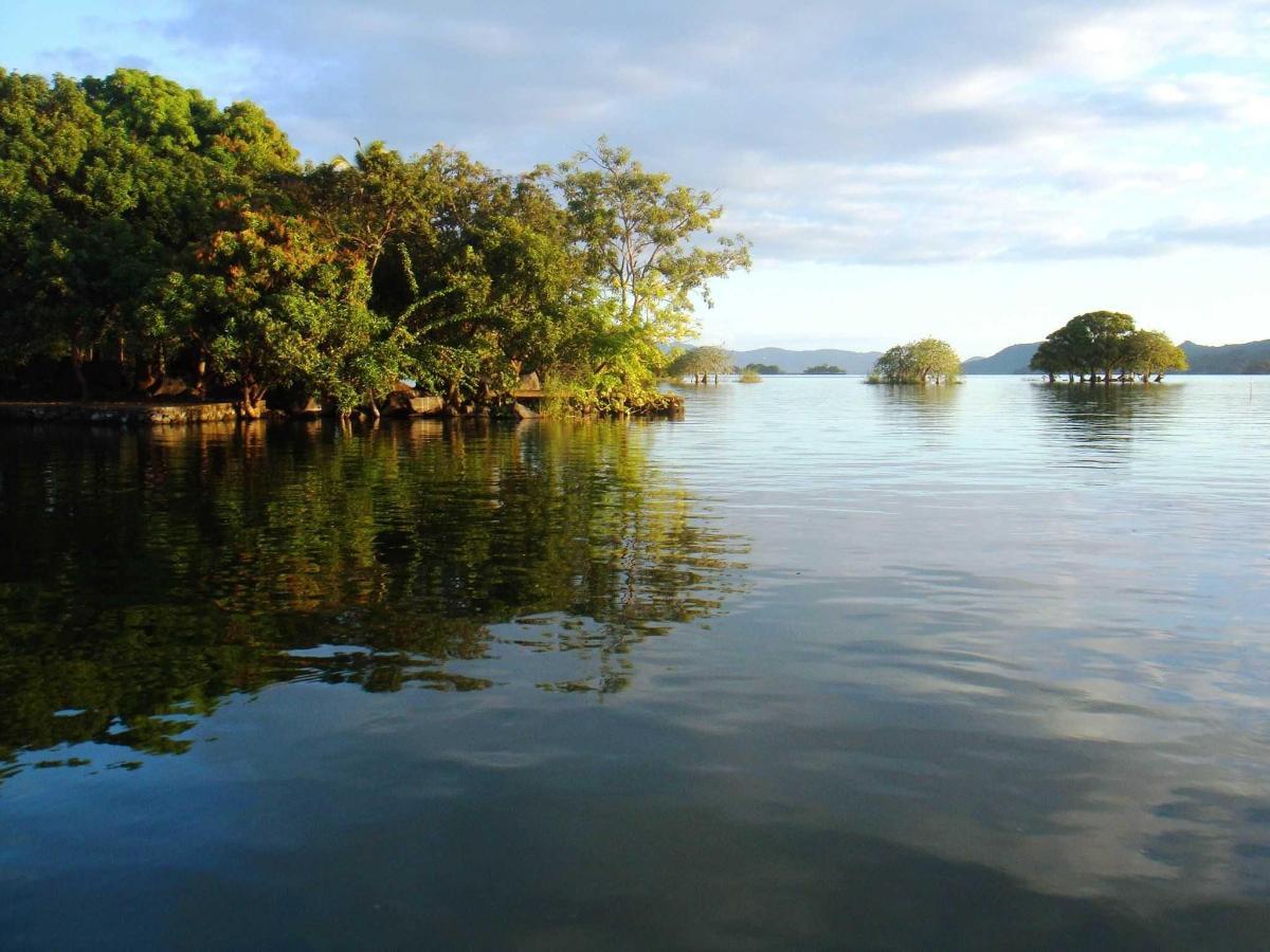 Surrounding islets...