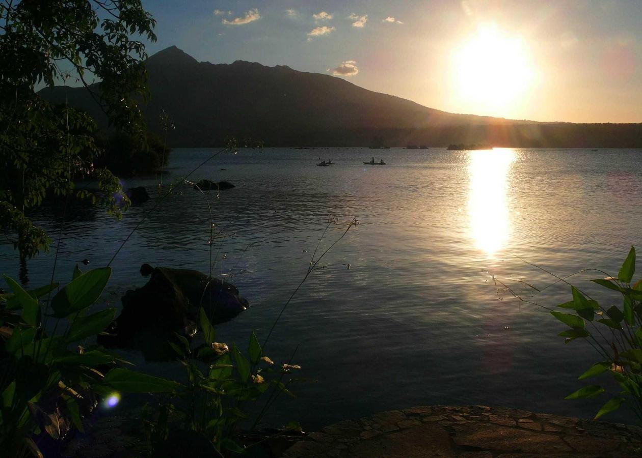 Kayak at sunset...? With Mombacho Volcano as only witness!.JPG