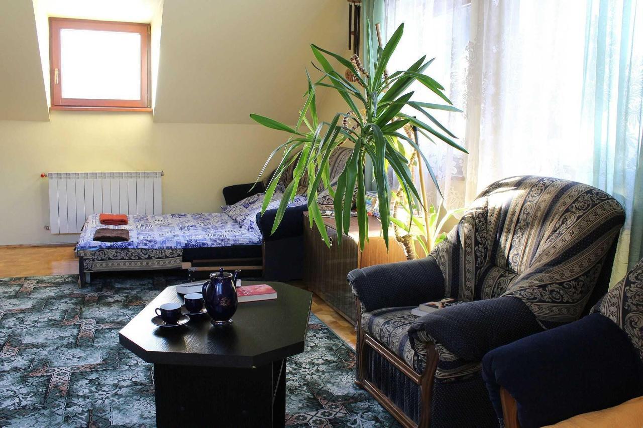 apartament na pietrze - sypialnia podwojna kanapa.JPG