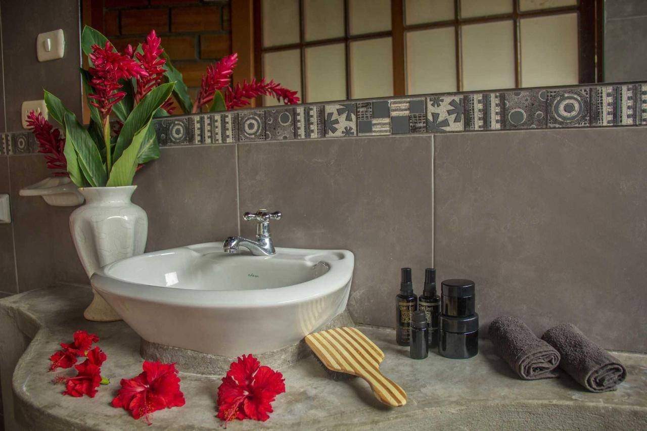 The bathroom, were you can find specials  suggestions of natural products.JPG