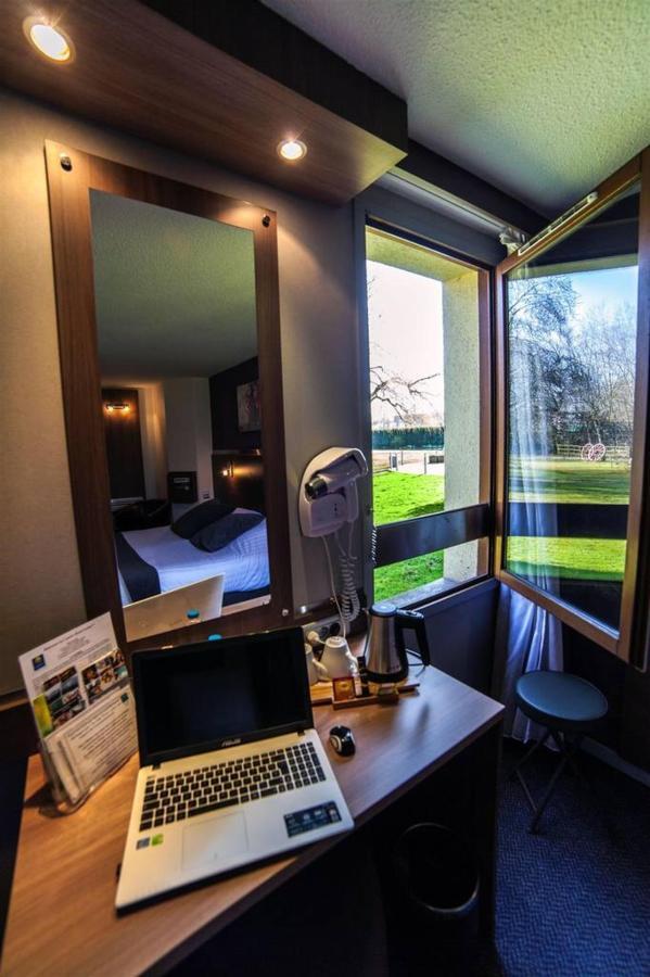 desktop-computer-park-comfort-hotel-garden.jpg.1024x0.jpg