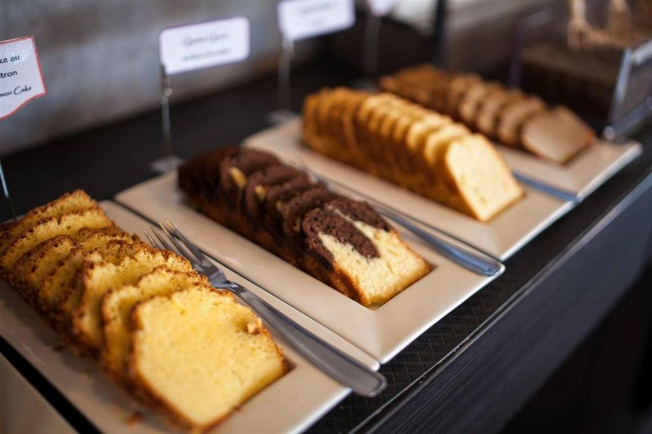 cakes breakfast-lunch-da-comfort-hotel-garden-1.jpg.1024x0.jpg