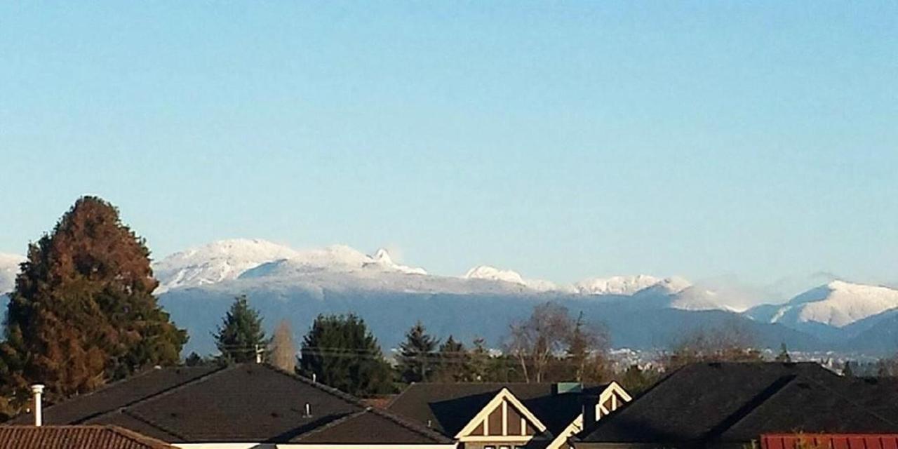 Mountain View.gif