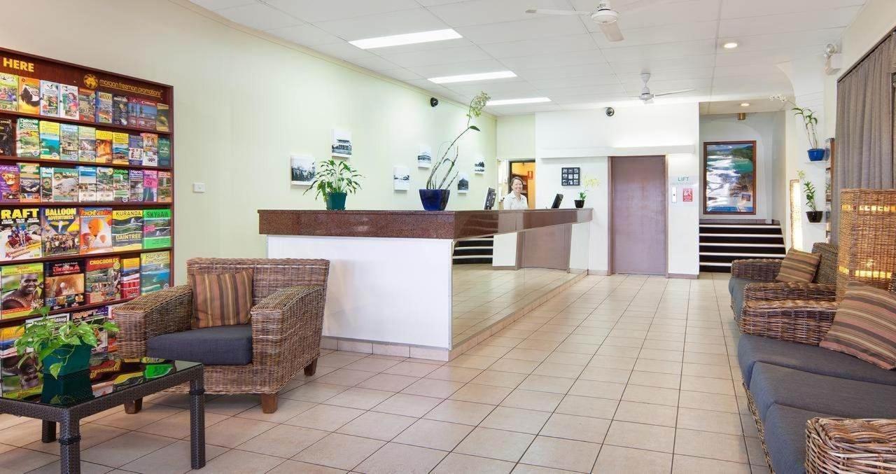 hides-hotel-reception-cairns-hotel.jpg