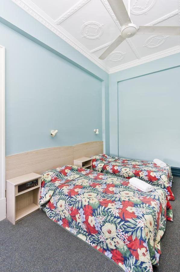 twin-room-hides-hotel-cairns-australia.jpg