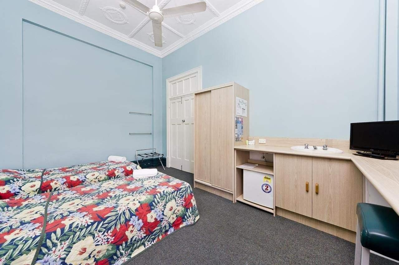 hides-hotel-budget cairns-accommodation.jpg