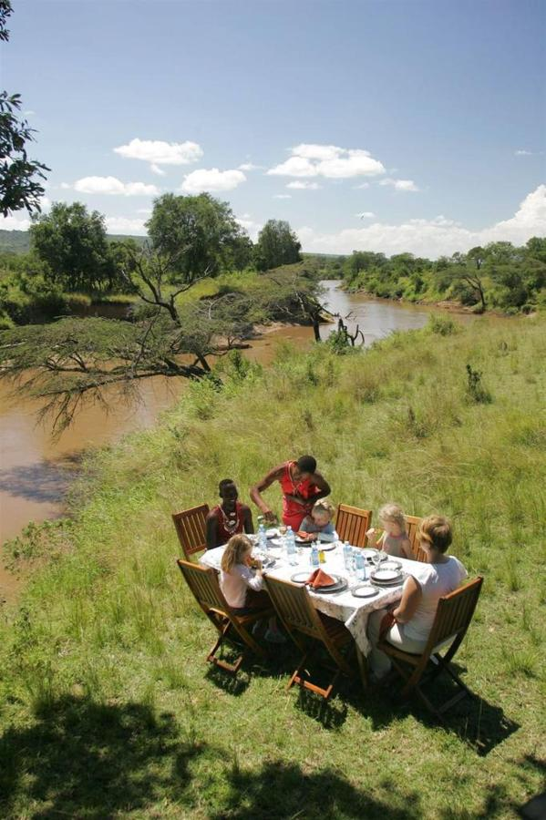 Picnic lunch by the Mara river.jpg