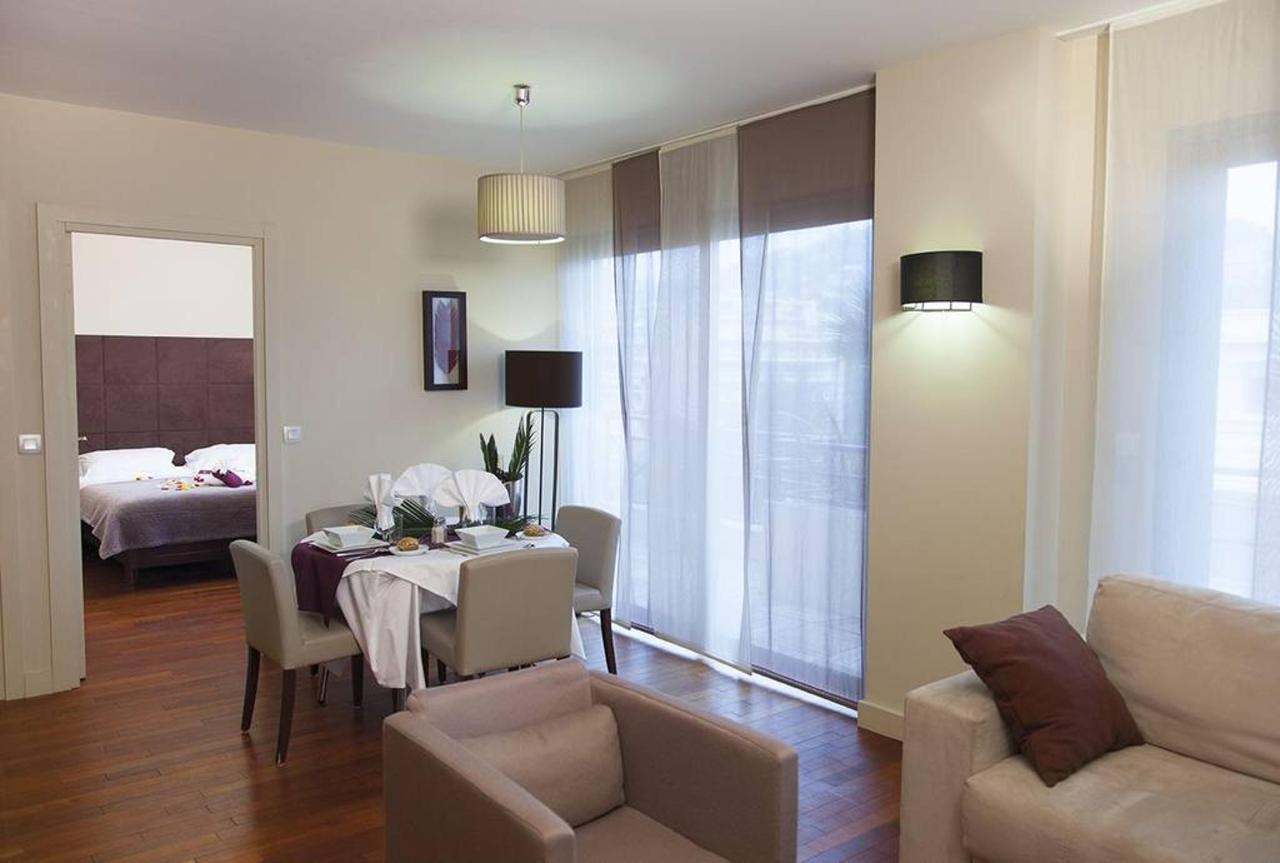 t2-suite-first-junior-chambre-salon.jpg.1024x0.jpg