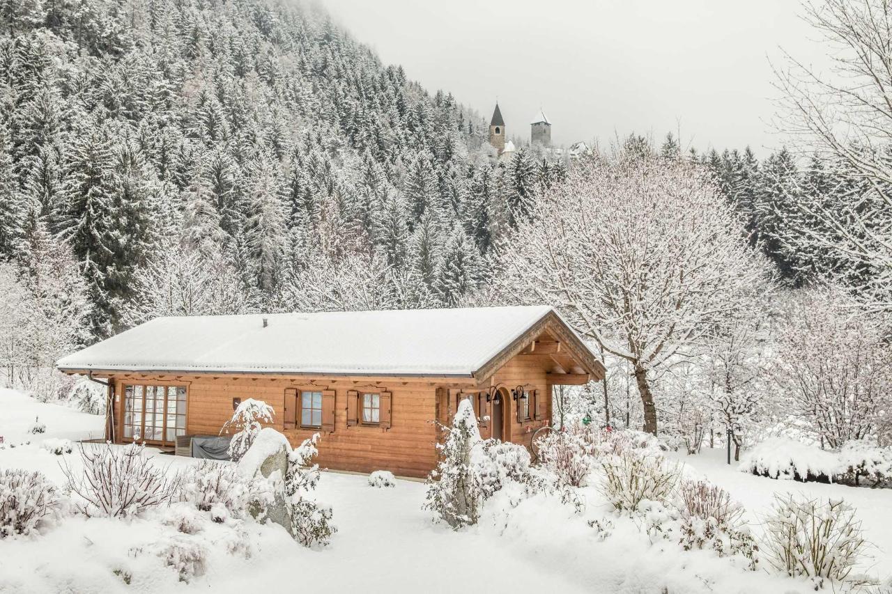 Winter-Sauna mit Burg.jpg