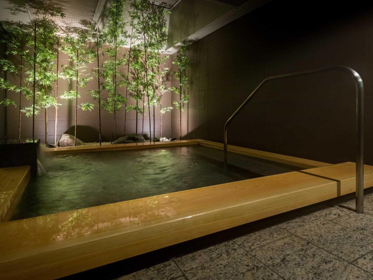 Large public bath.jpg
