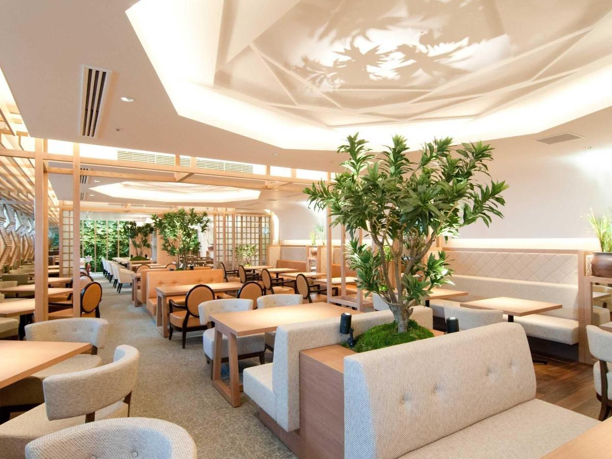 Restaurant hall.jpg