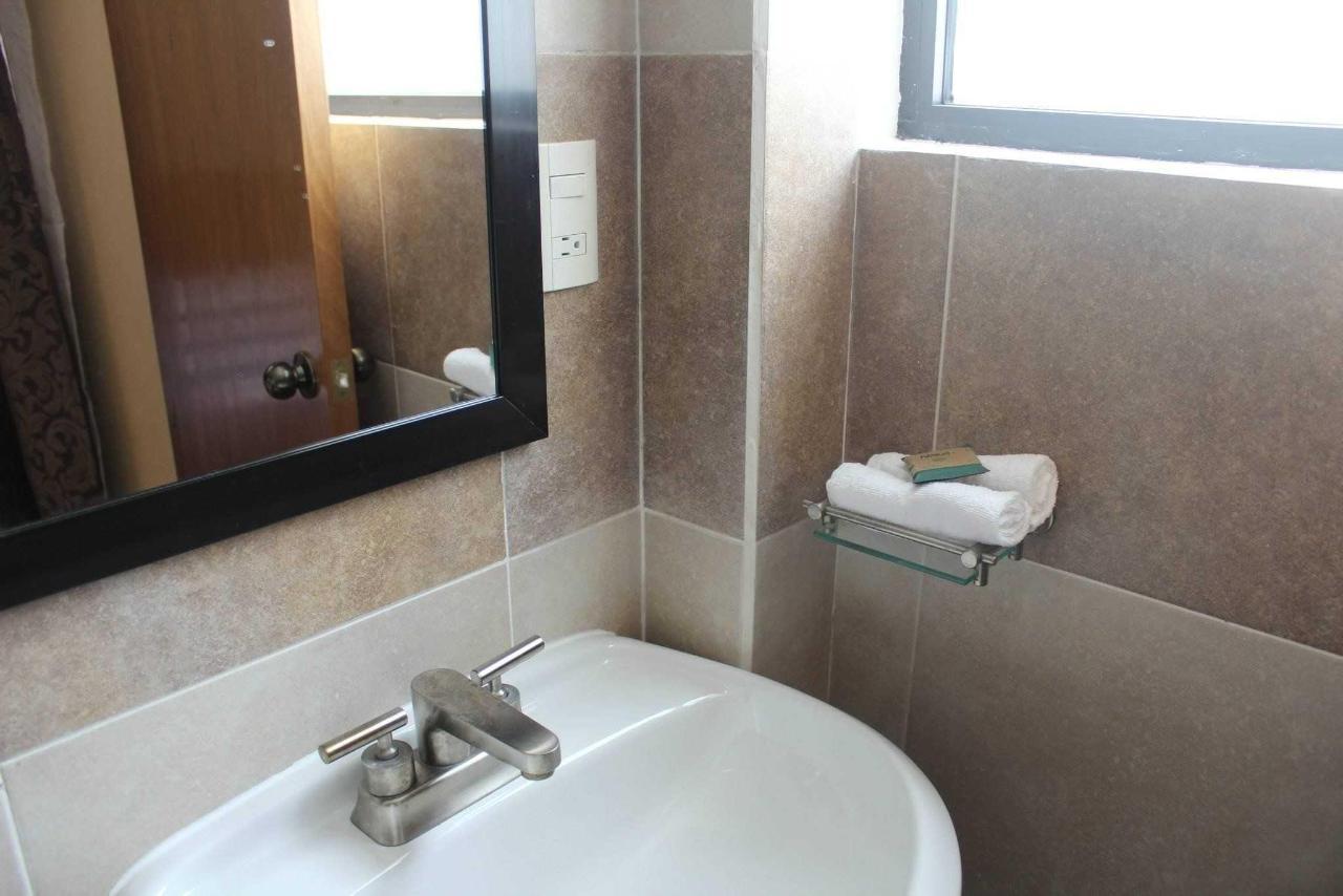Detalle Baño y Amenidades Habitación tipo Booking Planta Alta