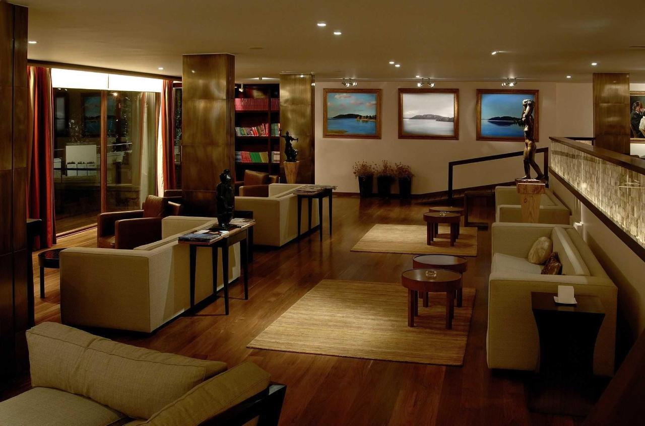 Lobby - El Casco Art Hotel.JPG
