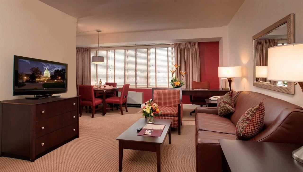 livingroom-3.jpg.1920x0.jpg