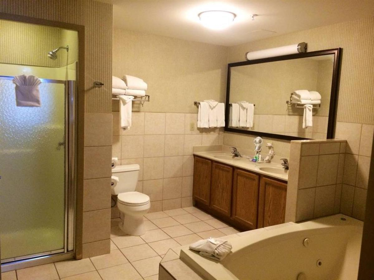 King Bed, Whirlpool Suite.jpg