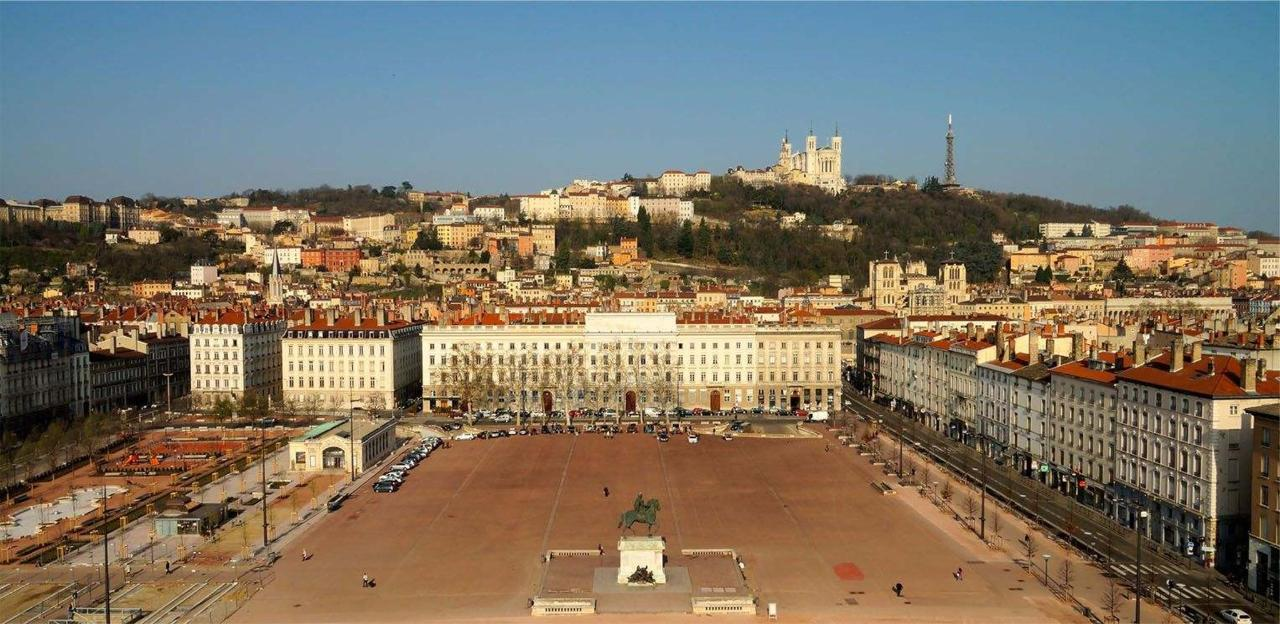 photo-aerienne-place-bellecour-lyon-big.jpg