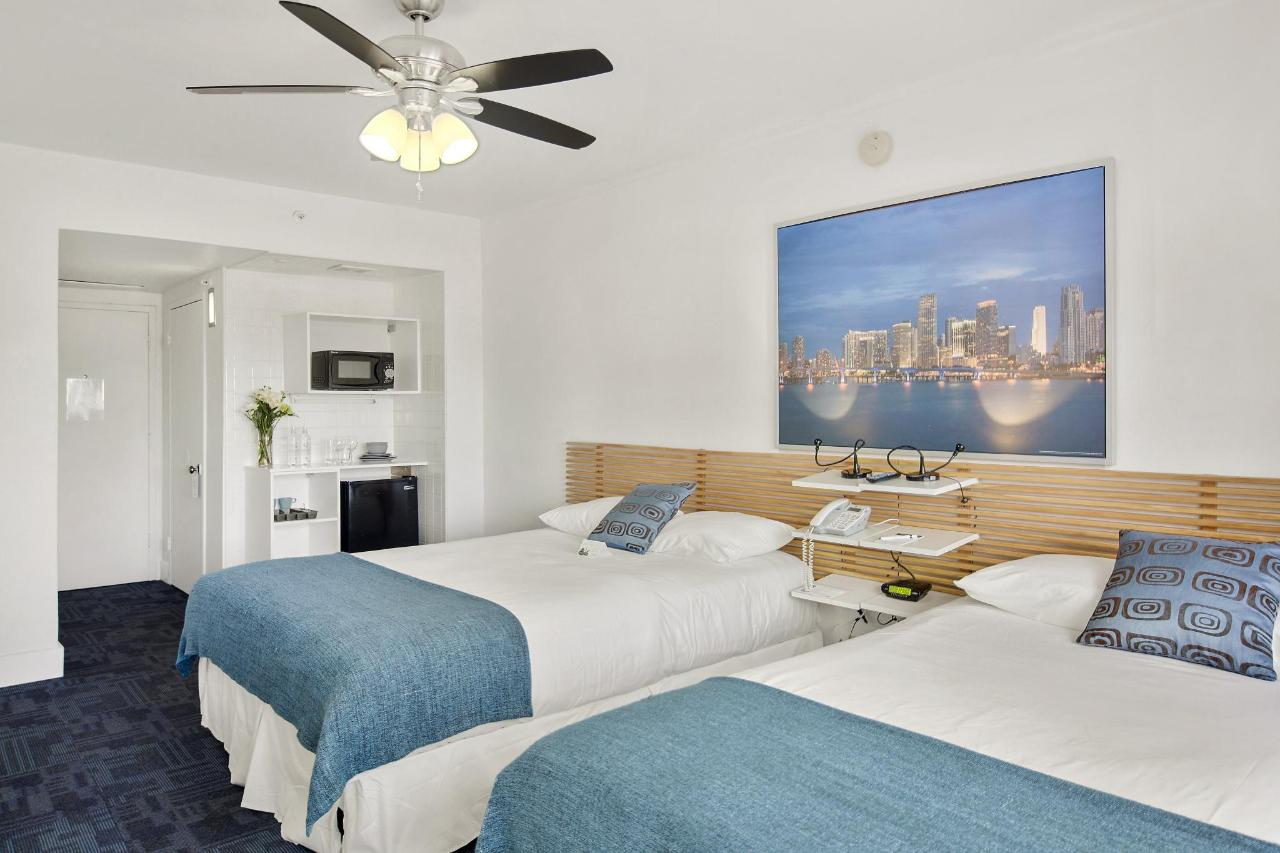 Room 306-7.jpg
