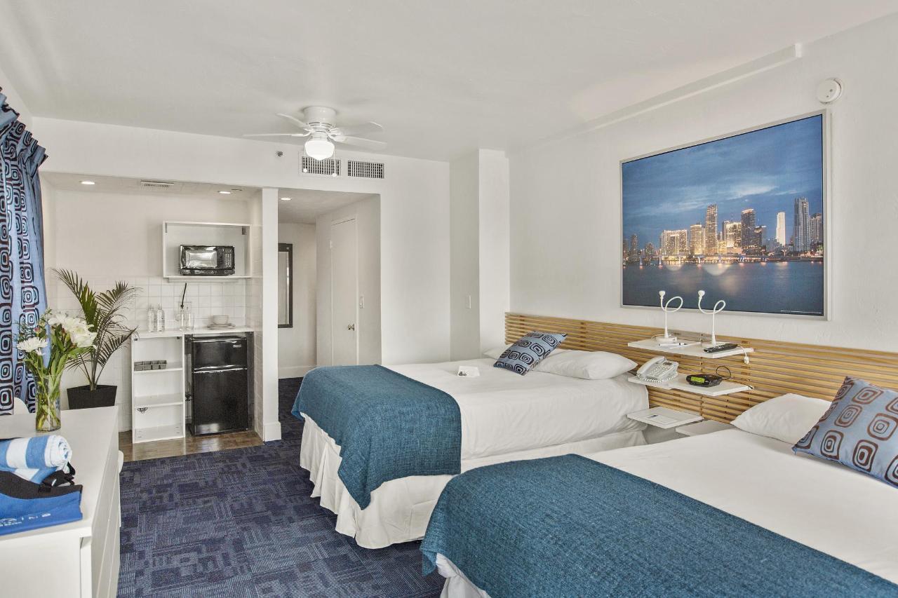 Room 304-6.jpg