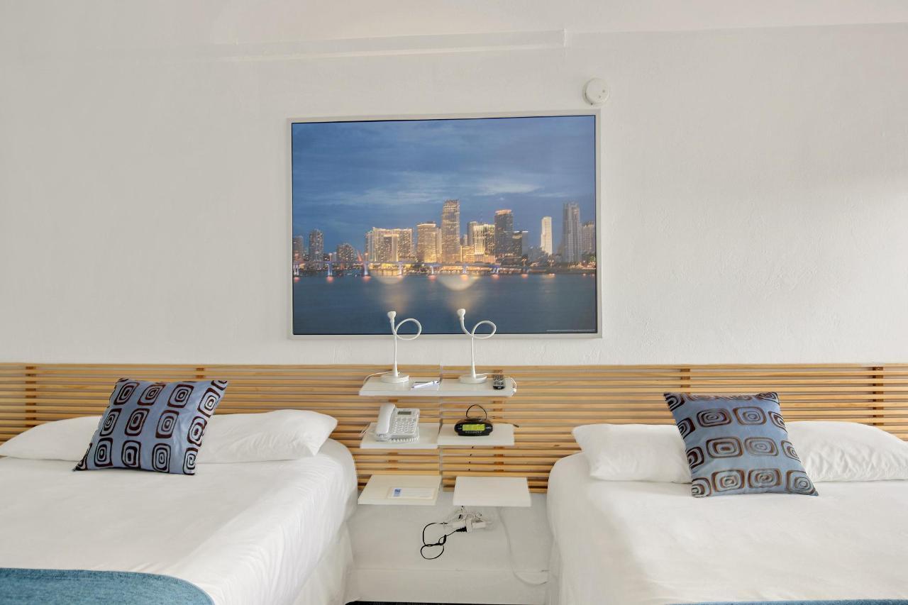 Room 304-7.jpg
