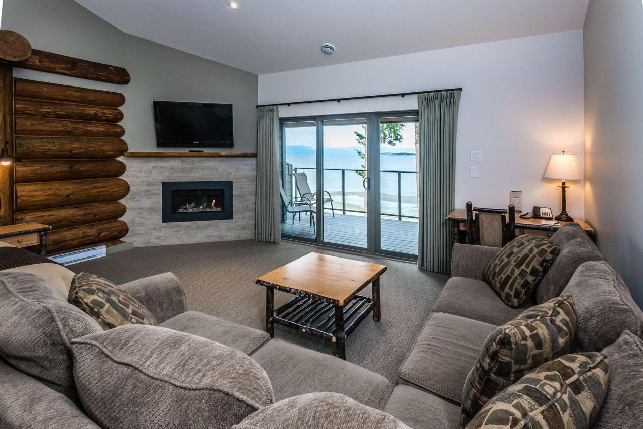 Tigh-Na-Mara Seaside Spa Resort Ballenas Fire Couch