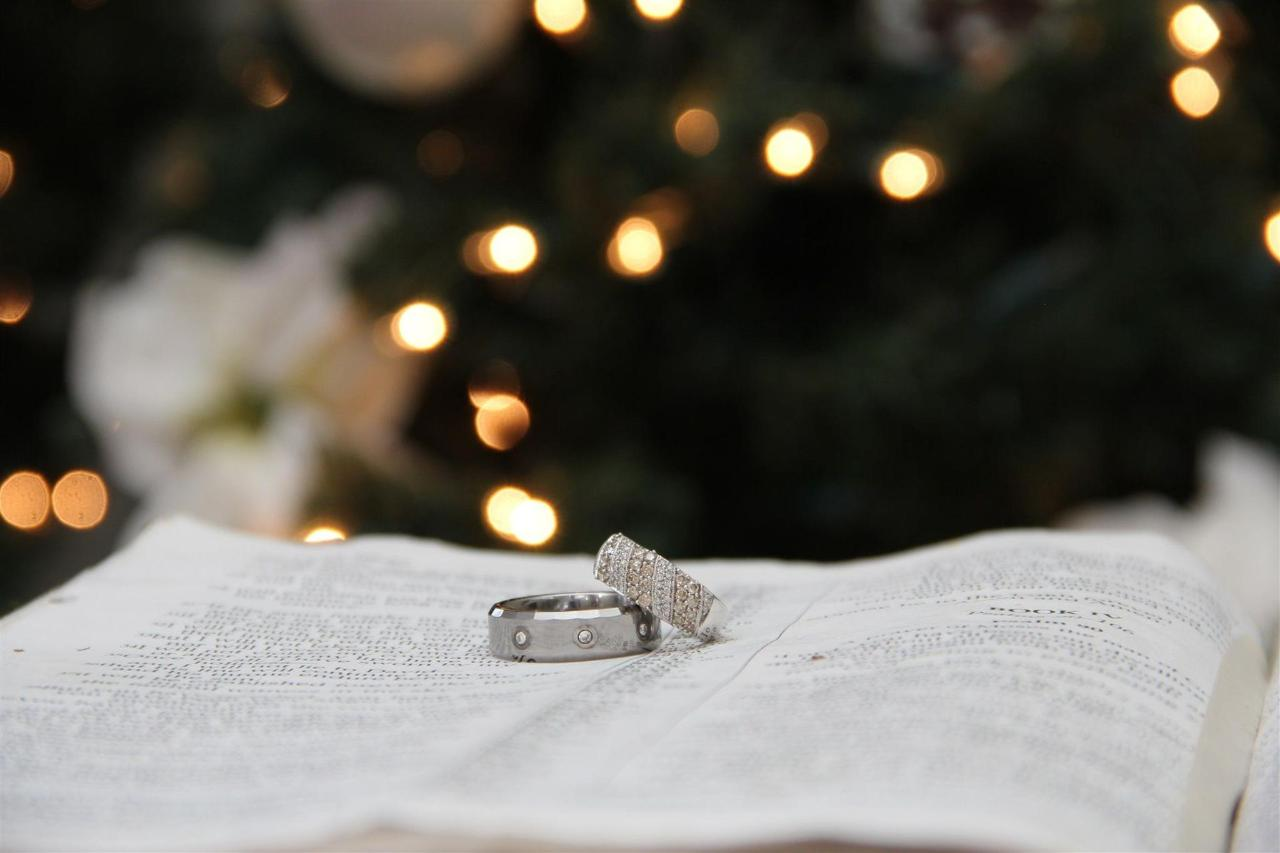 chapel-at-the-park-christmas-rings.jpg
