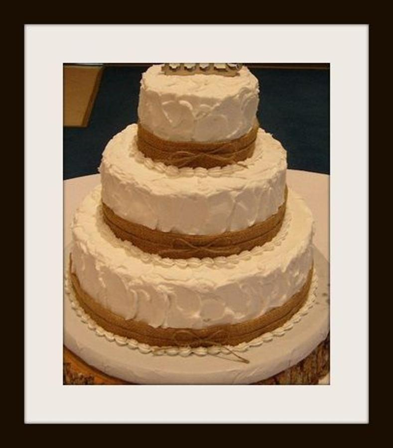 wedding-cake-bands-of-burlap.jpg