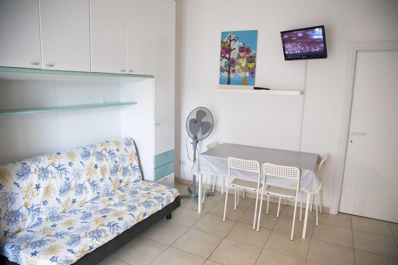 Appartamento bilocale - soggiorno.jpg