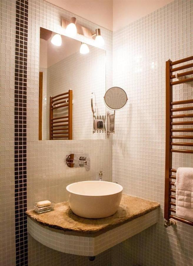 Bathroom Lavender rom.jpg
