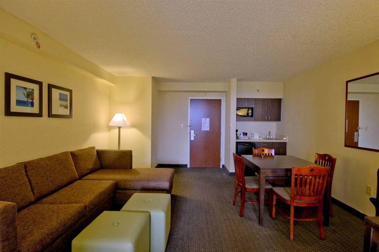 deluxe-suite-living-area-11.jpg.1024x0.jpg