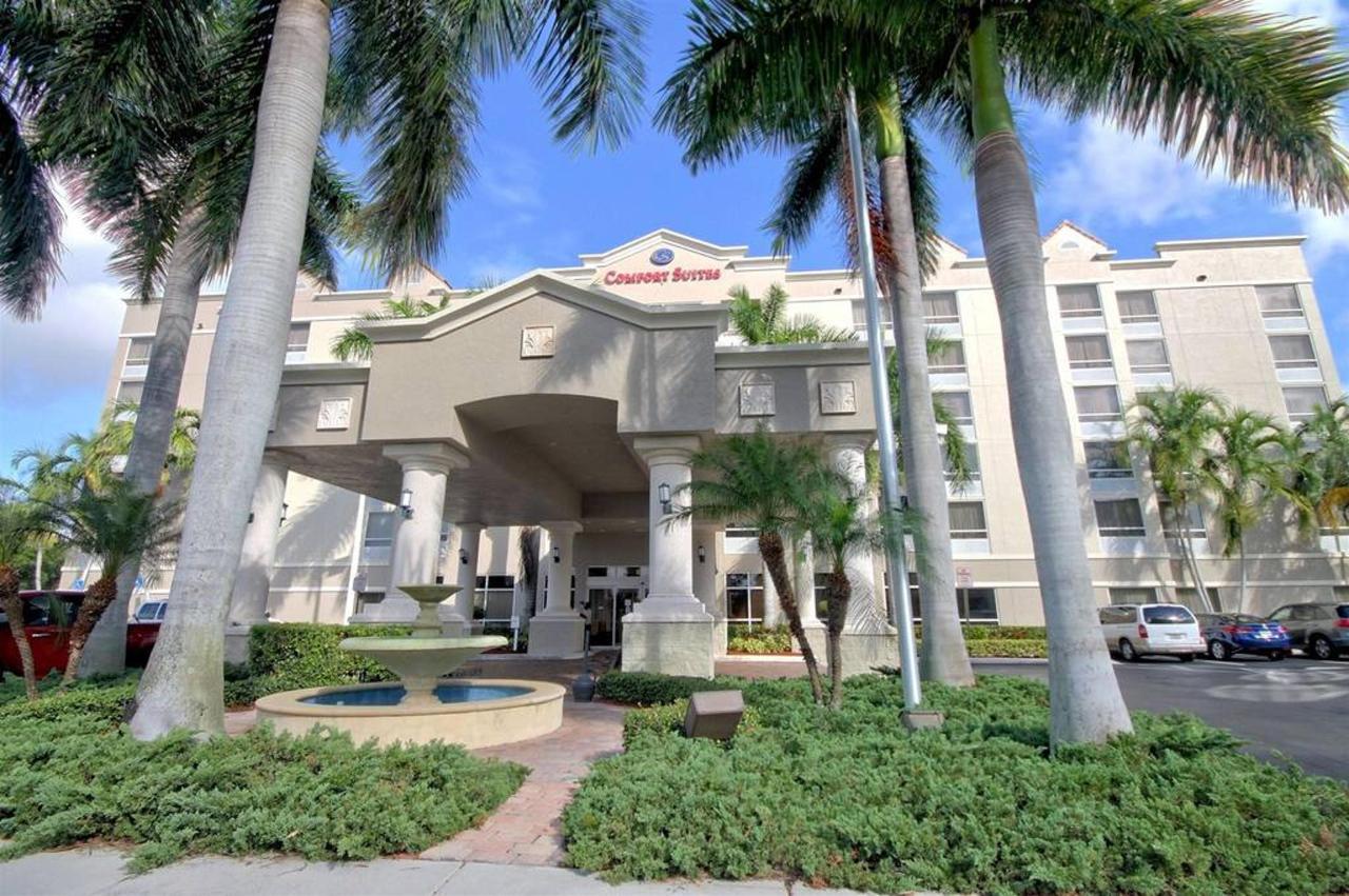 hotel-entrance-21.jpg.1024x0.jpg