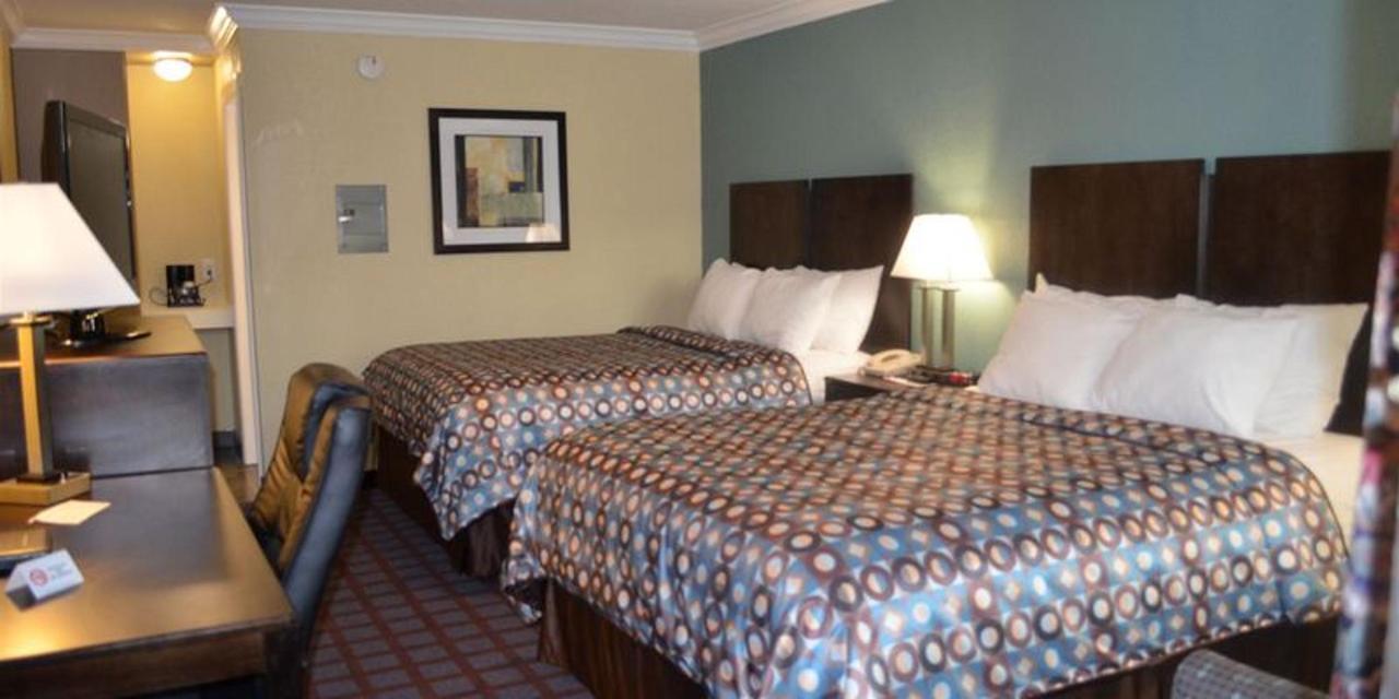2 Queen Beds 3.JPG