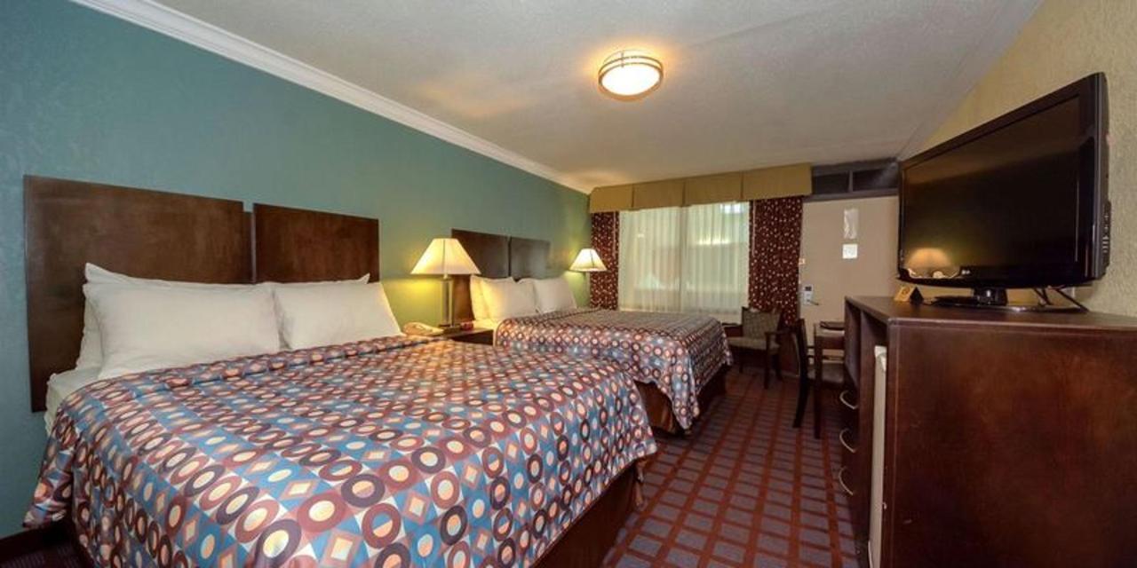 2 Queen Beds 4.jpg