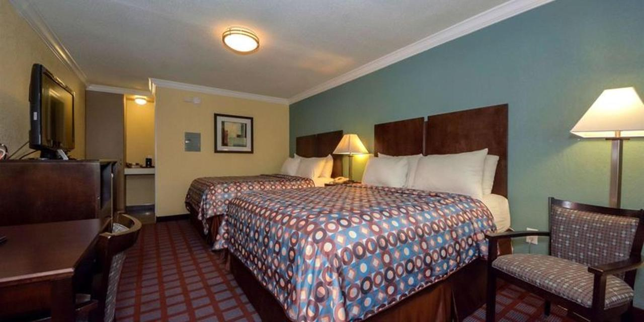 2 Queen Beds 5.jpg