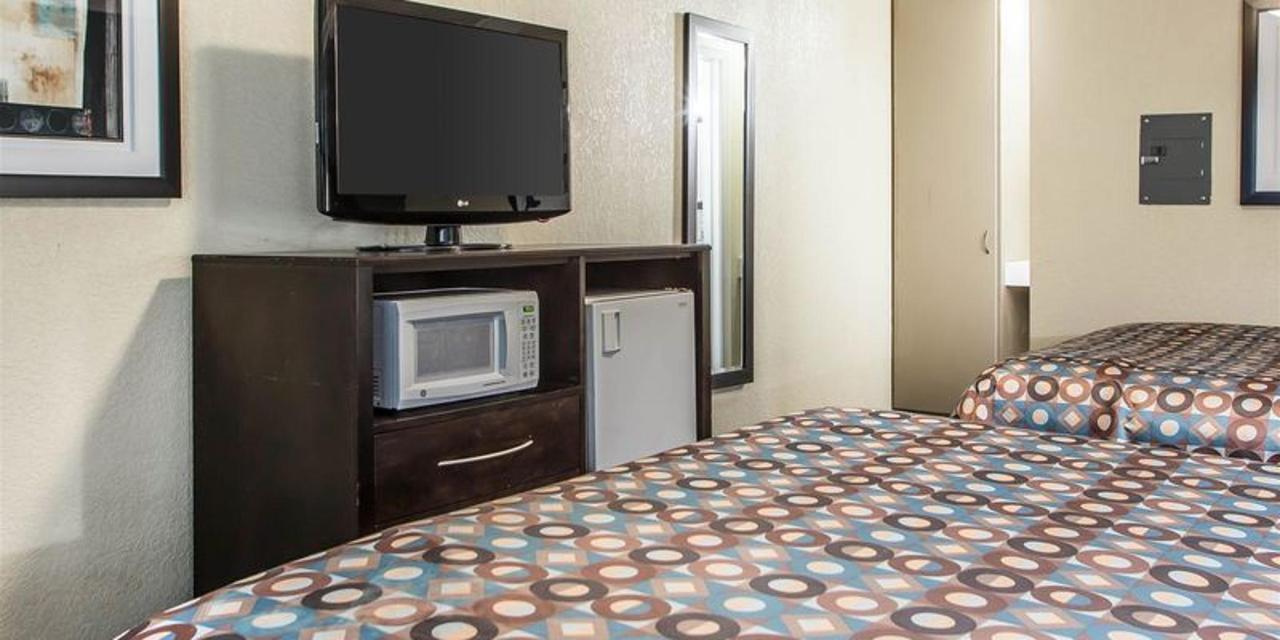 2 Queen Beds 6.jpg
