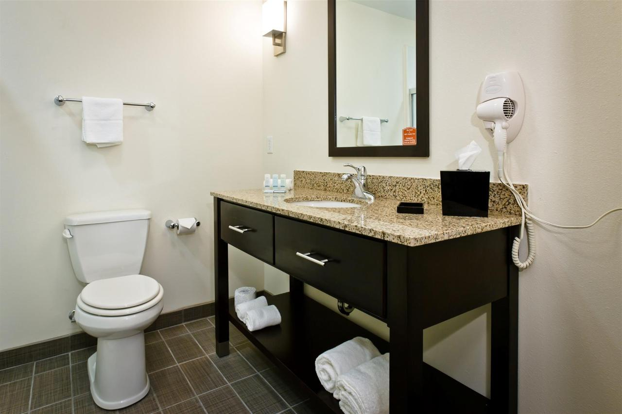 ks148-sleep-inn-bathroom-1.jpg