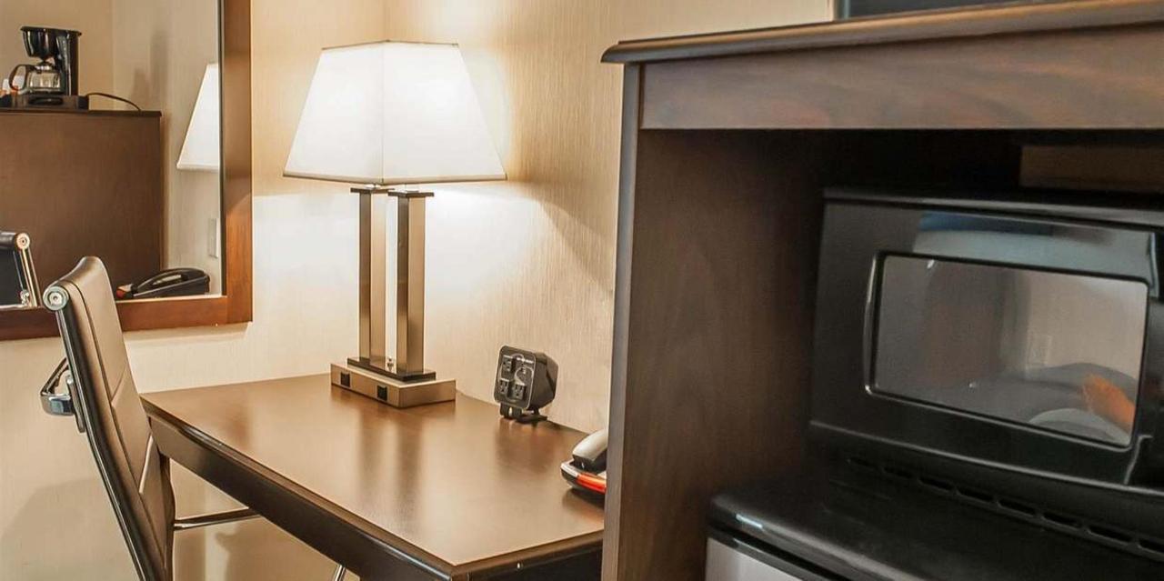 King Bed Suite 2.jpg