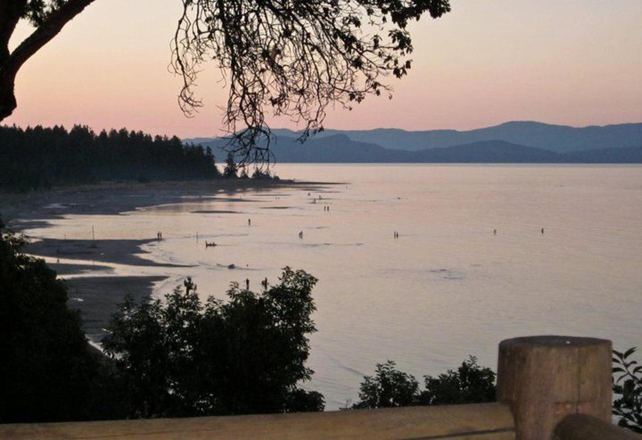 Tigh-Na-Mara Seaside Spa Resort Bright Water