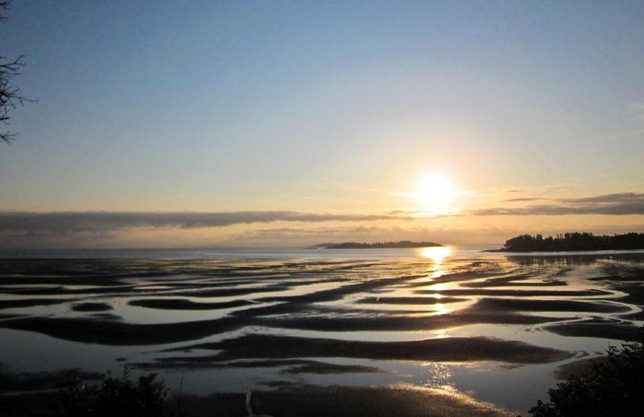 Tigh-Na-Mara Seaside Spa Resort Beach Sunrise