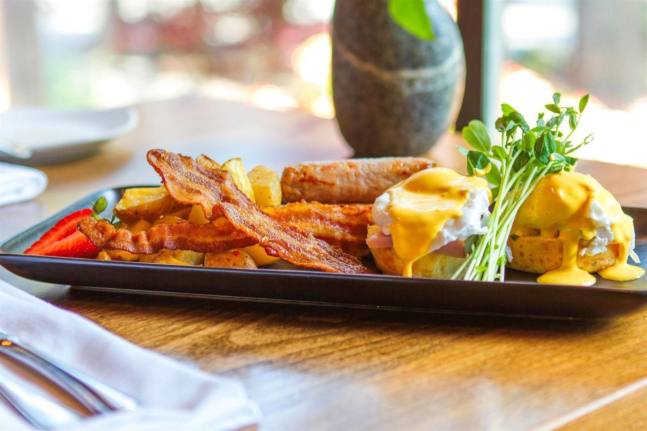 Tigh-Na-Mara Cedars Restaurant Eggs Benedict