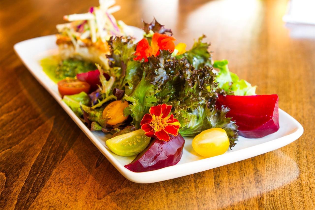 Tigh-Na-Mara Cedars Restaurant Salad