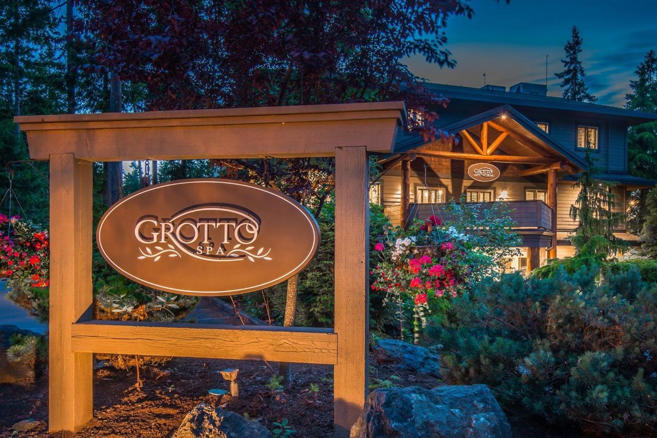 Tigh-Na-Mara Grotto Spa Exterior Evening